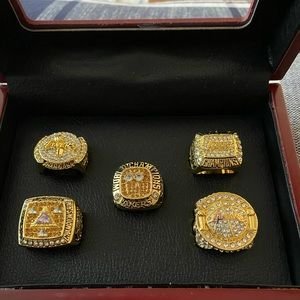 5 Brand new Los Angeles Lakers rings